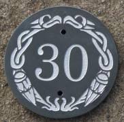Celtic design on round slate. Celtic Border 023