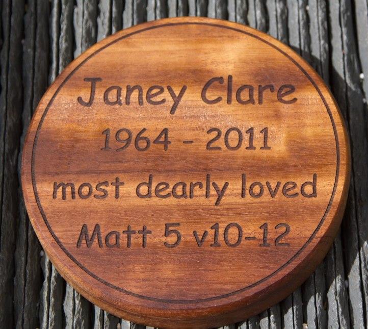 Round wooden memorial