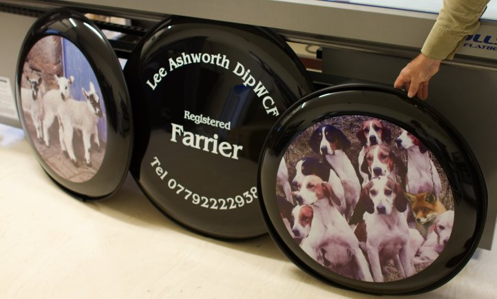 Fox and hounds wheel cover